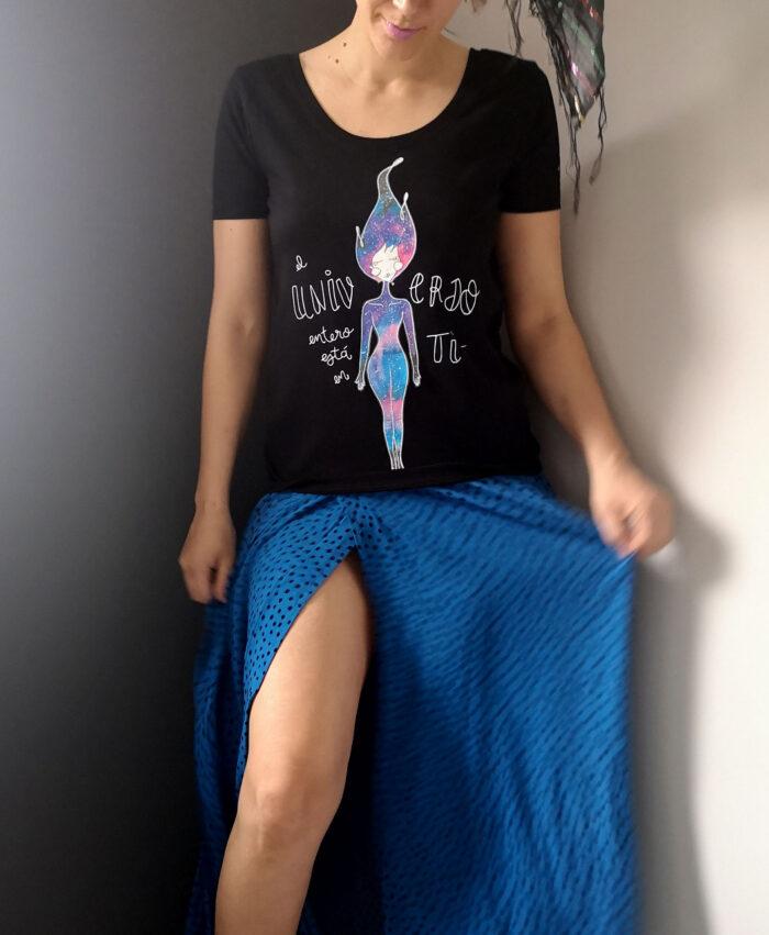 camiseta negra mujer algodon organico universo entero en ti