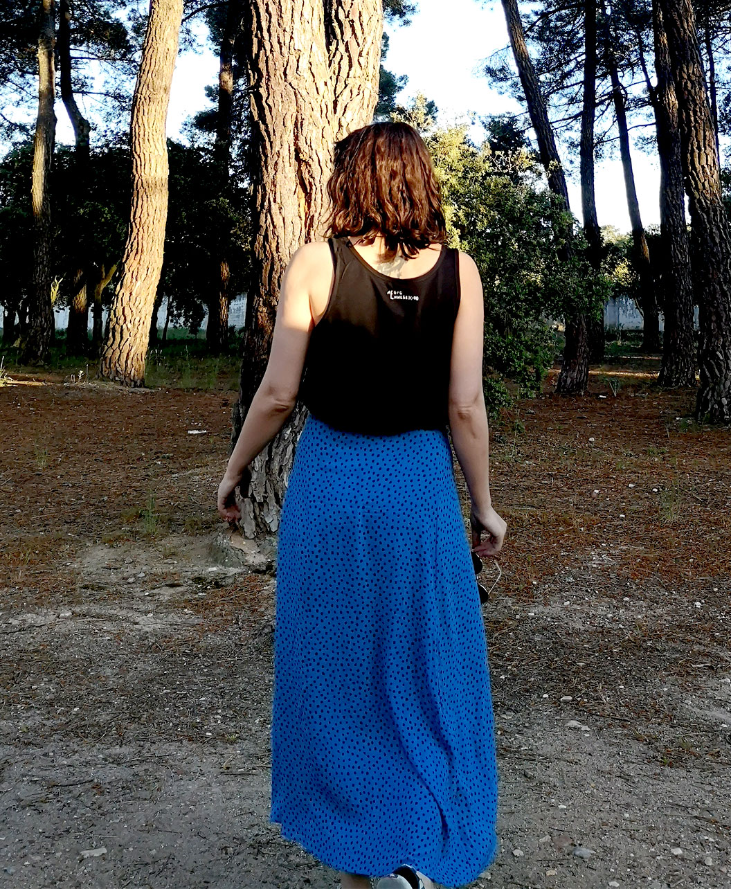 camiseta diferente con ilustracion de mujer tirantes algodon organico ojo arcoiris