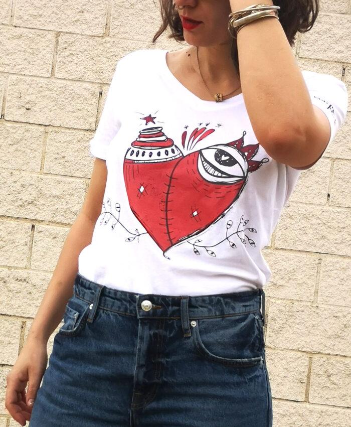 camiseta mujer algodon organico manga corta con ilustraciones originales y diferentes corazon malherido