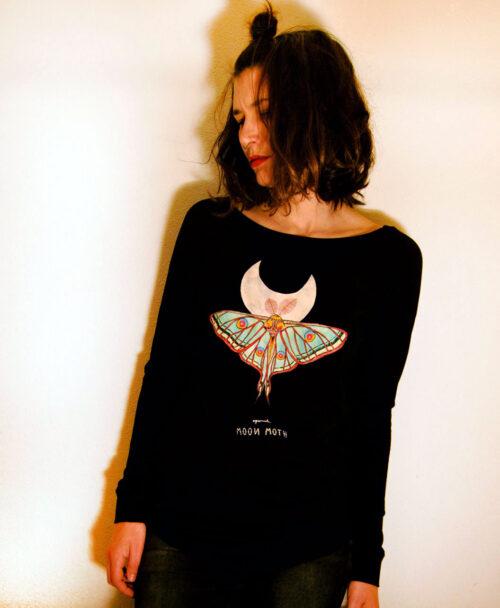 camiseta mujer manga larga algodon organico original diferente ilustracion polilla