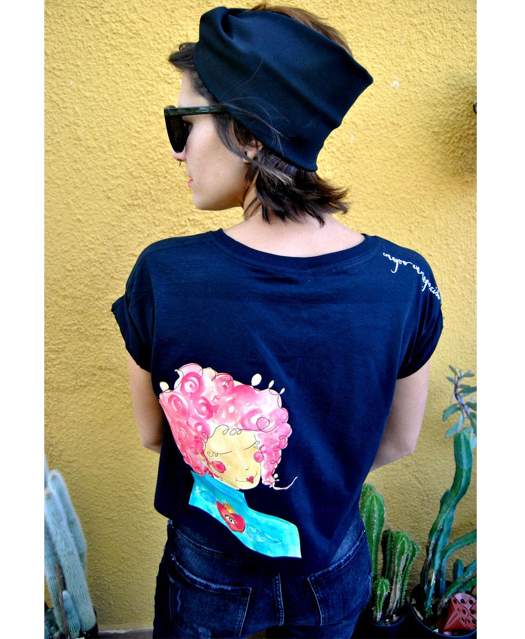camiseta mujer corta estilo alternativo diferente original chica pelo rosa