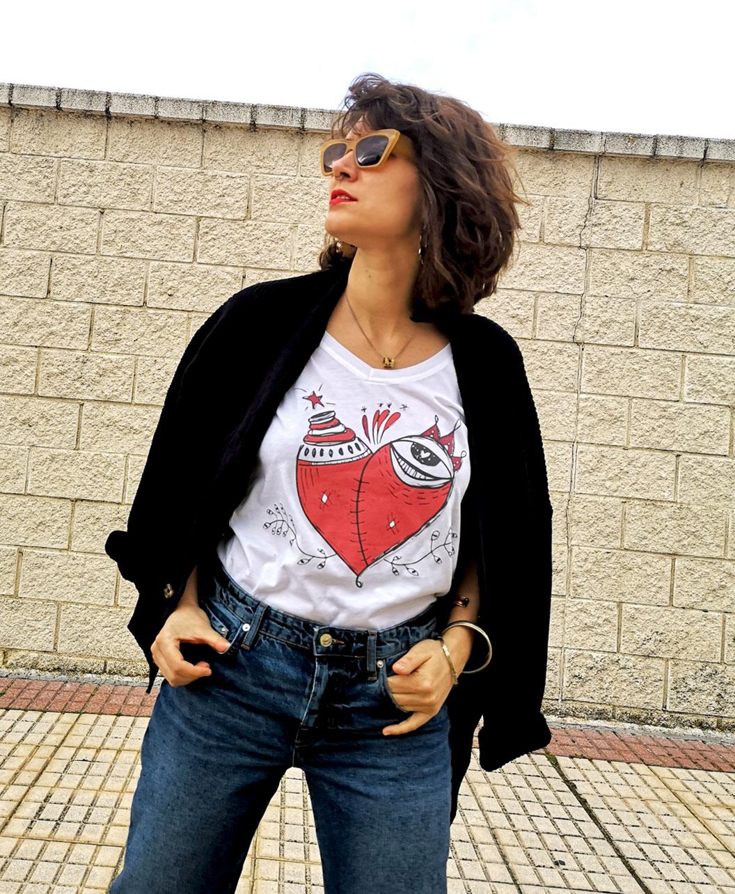camiseta mujer algodon organico manga corta escote pico ilustraciones diferentes corazon malherido