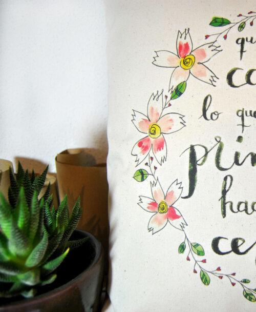 cojin original diferente con poesia y flores neruda primavera