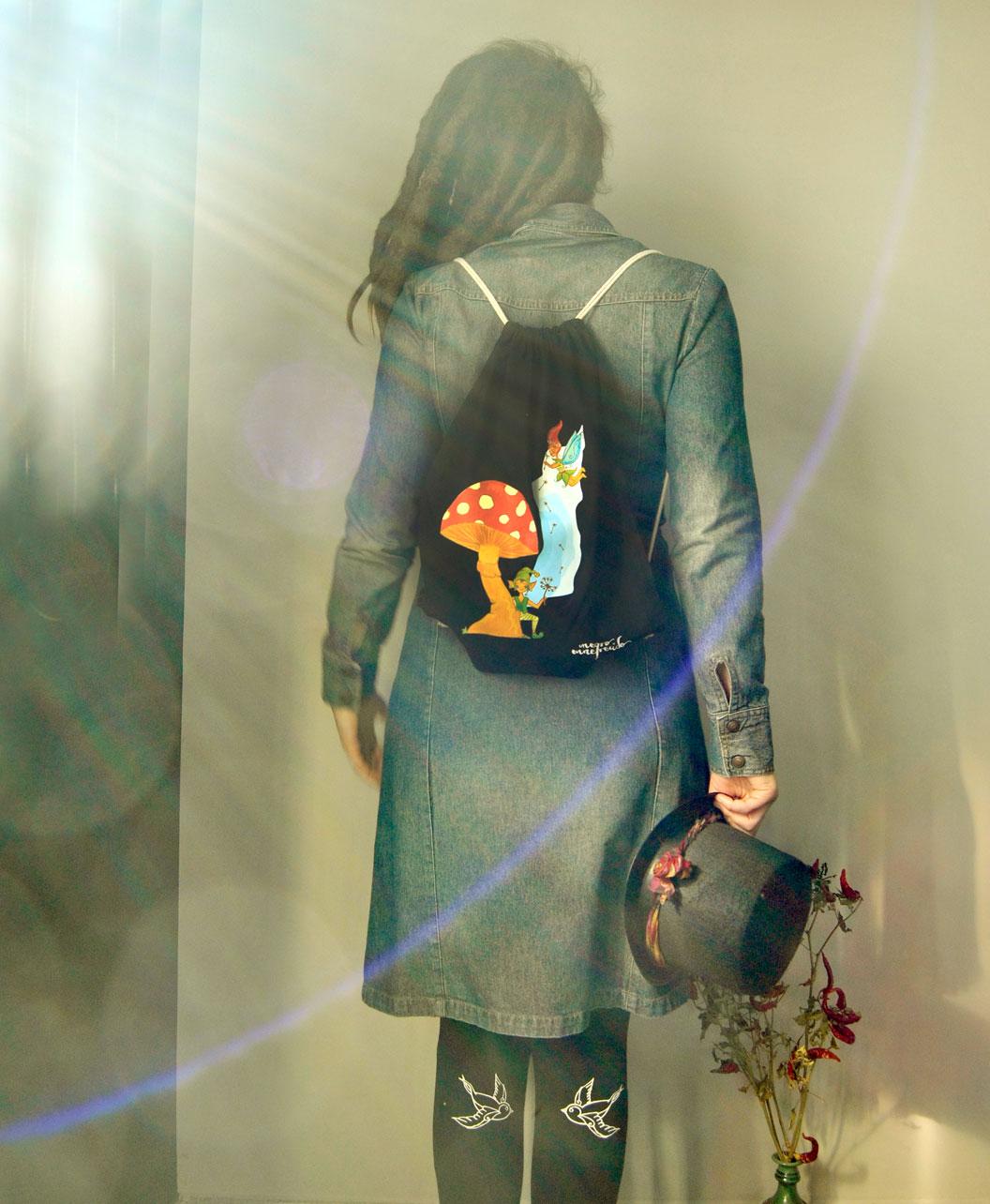 mochila dibujo original y divertido seta y duendes