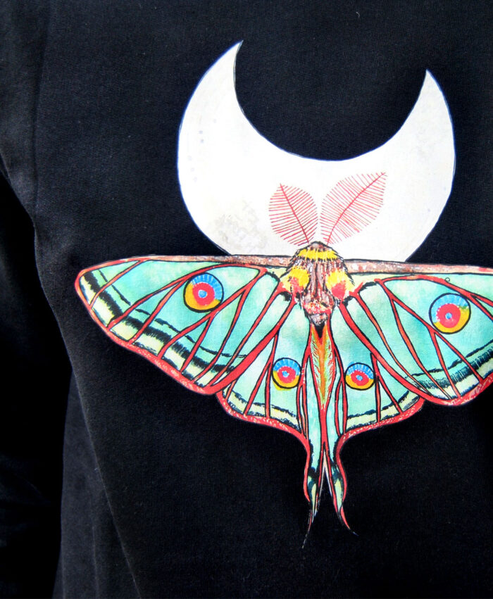 sudadera larga vestido mujer ilustracion insectos mariposa polilla luna espanola