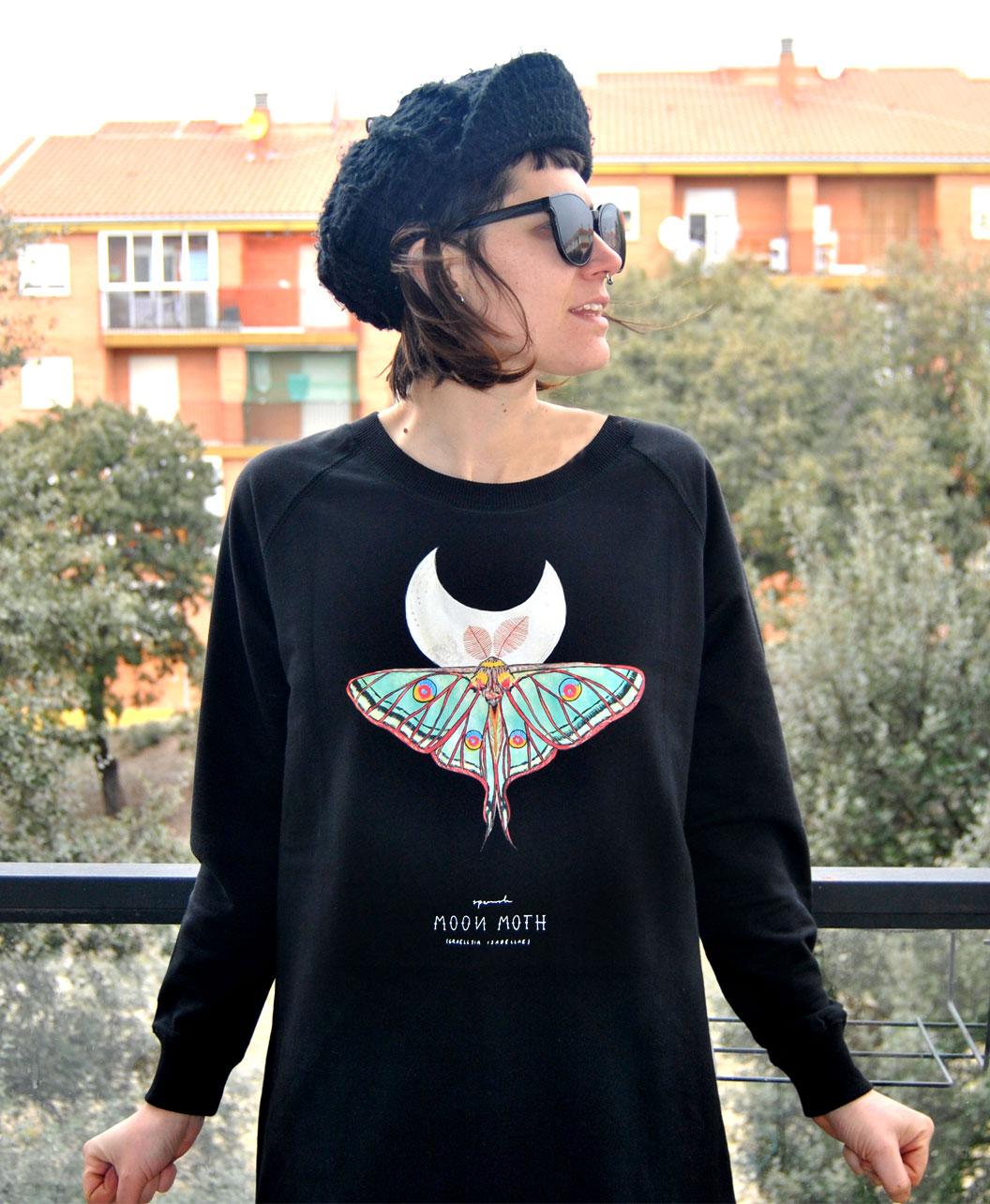 sudadera larga oversize mujer versatil comoda dibujo mariposa polilla