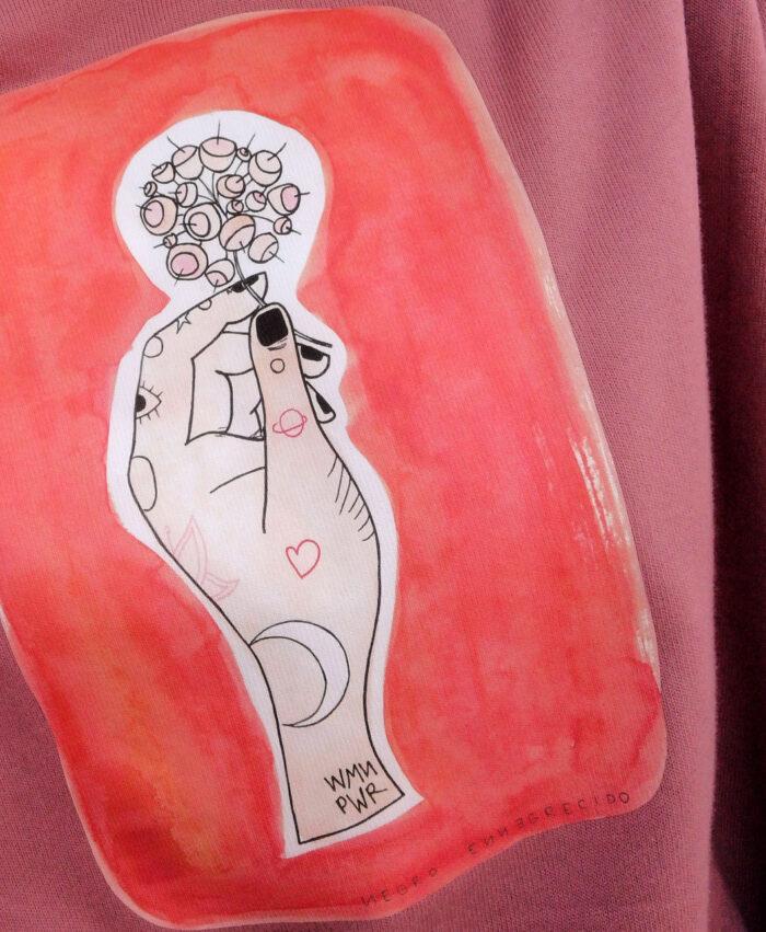 sudadera corta chica estilo alternativo ilustracion mano con tattoos