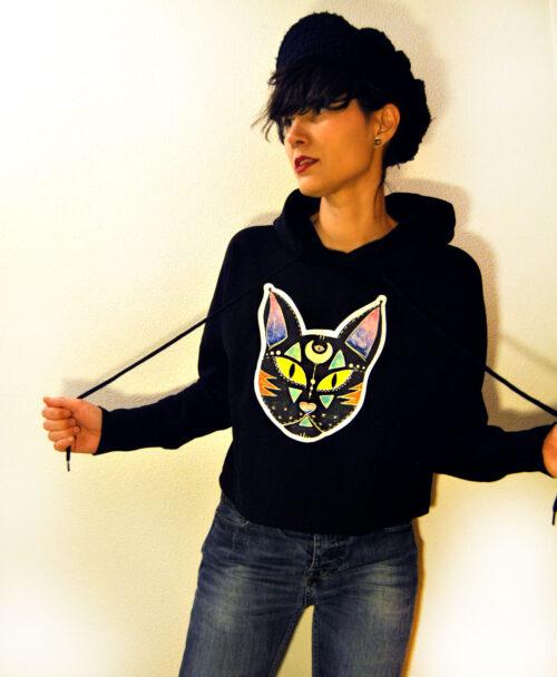 sudadera corta capucha mujer algodon organico ilustracion y frase originales black cat good luck