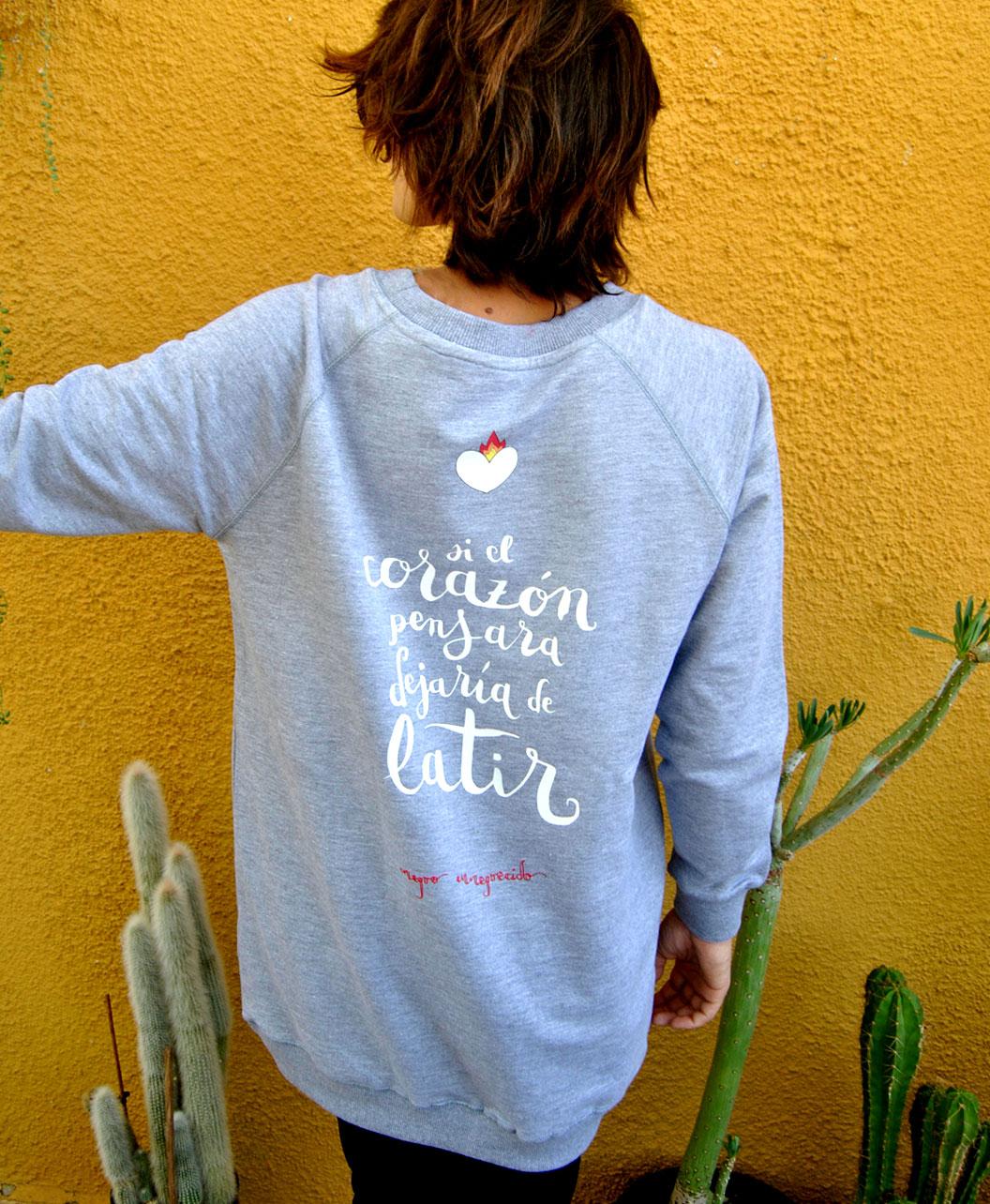 sudadera chica larga gris original diferente ideal regalo corazon latir
