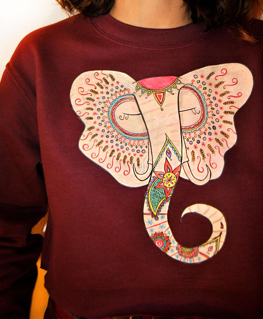 sudadera corta burdeos mujer ilustracion colorida detallista elefante indio