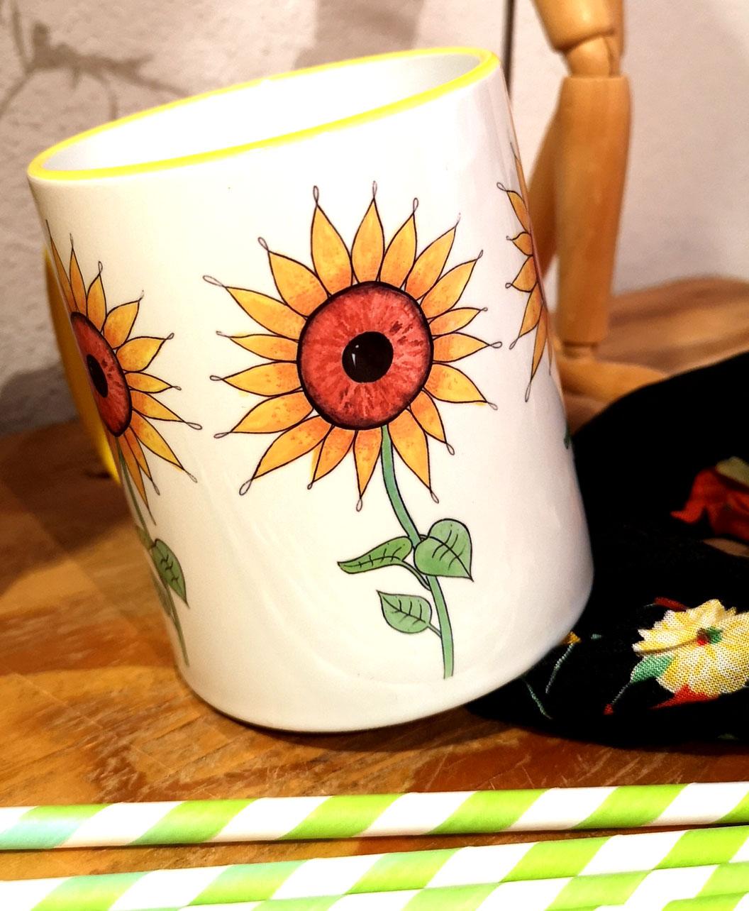 taza original colorida amarilla ojos en los girasoles