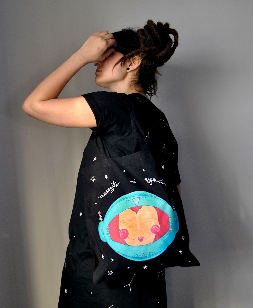 tote bag negro diferente cosmico necesito mi espacio