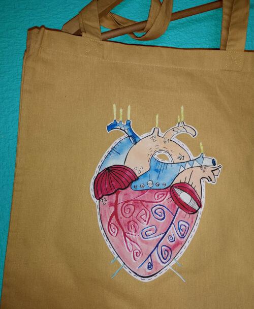 tote bag ilustracion alternativa y diferente corazon anatomico