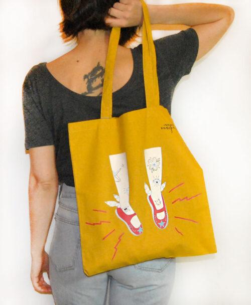 totebag bolso de colores originales diferentes con ilustraciones estilo alternativo ideales regalo tattooed legs