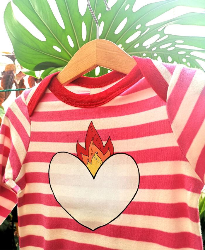 camiseta manga larga rayas rosas coderas rojas baby estilo alternativo ilustracion corazon en llamas