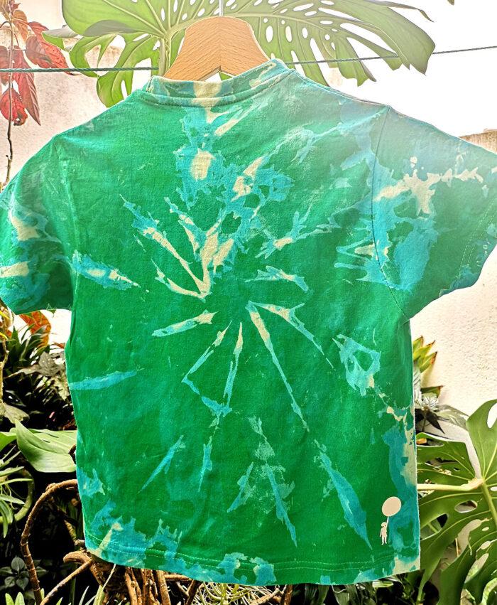 camiseta infantil tie dye manga corta color verde ilustracion unicornio arcoiris