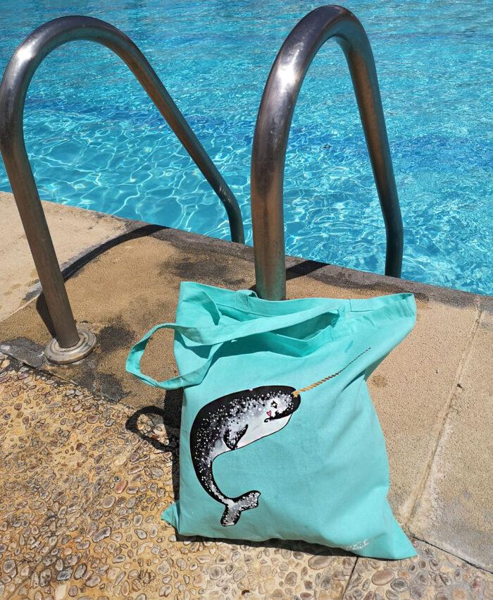 totebag veraniego color verde menta ilustracion narval ballena unicornio mar