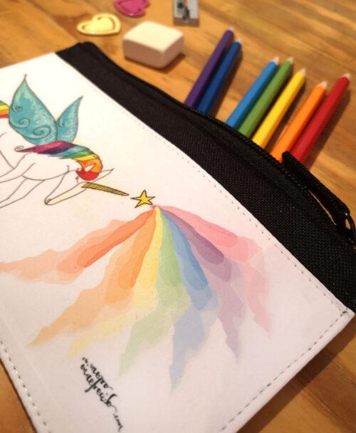 estuche original divertido diferente con ilustraciones con cremallera unicornio multicolor arcoiris