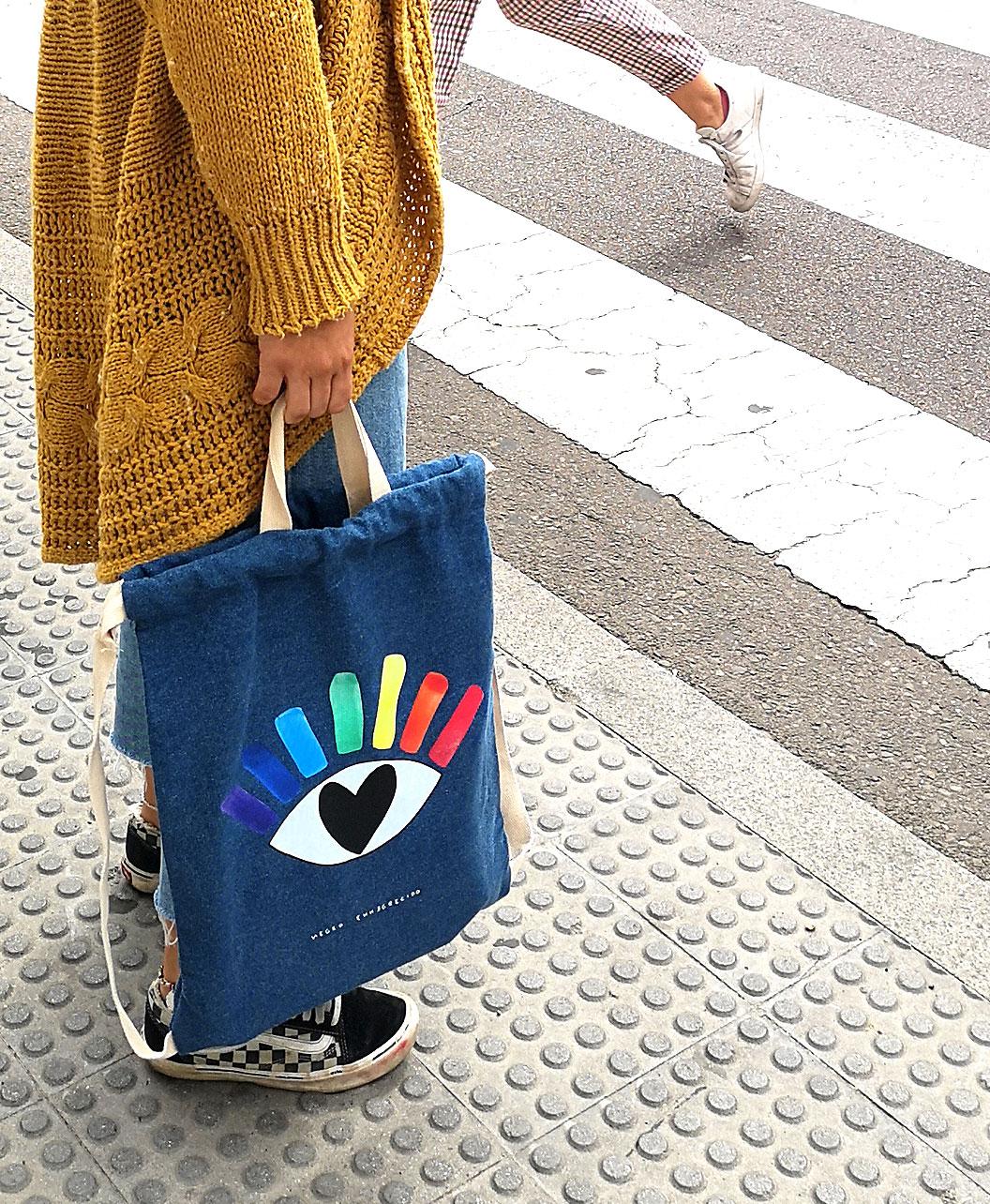 mochila bolso vaquero denim doble asa original ilustracion ojo arcoiris
