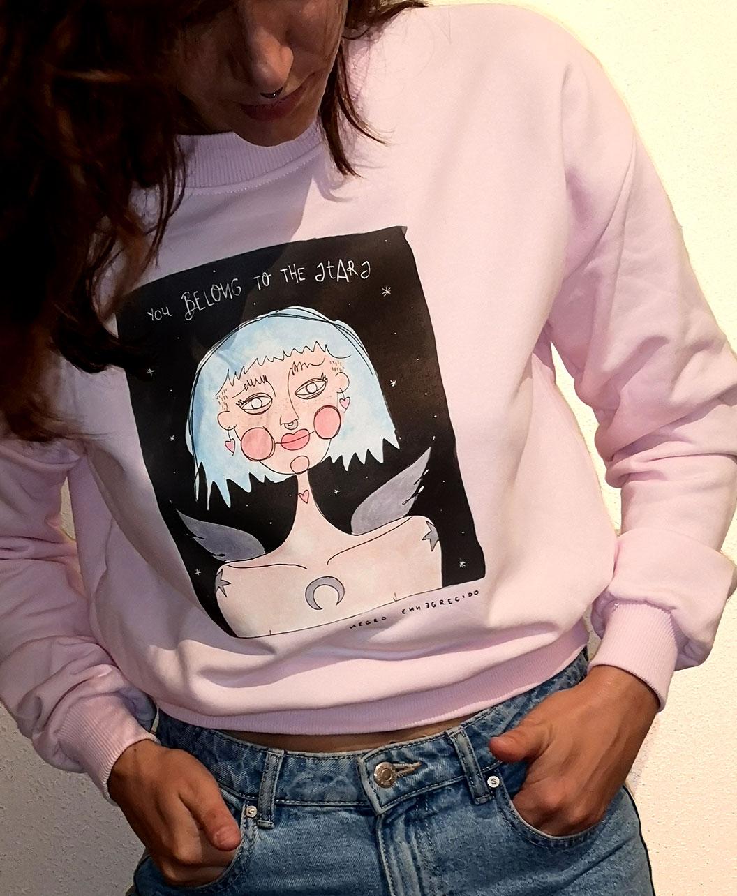 sudadera corta rosa mujer estilo alternativo ilustracion chica estrellas frase perteneces a las estrellas