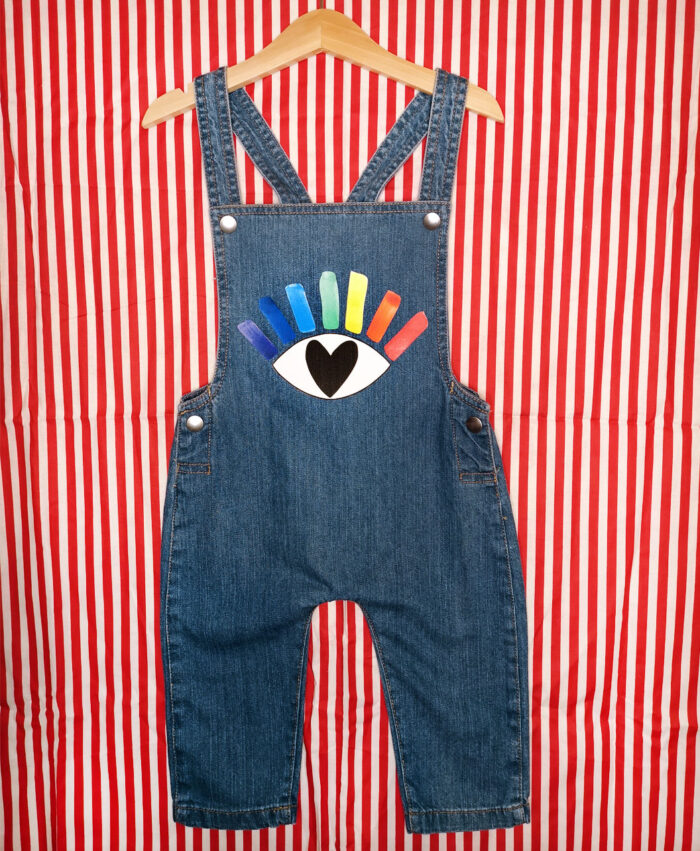 peto vaquero baby denim algodon organico original divertido ilustracion buen rollo ojo arcoiris corazon