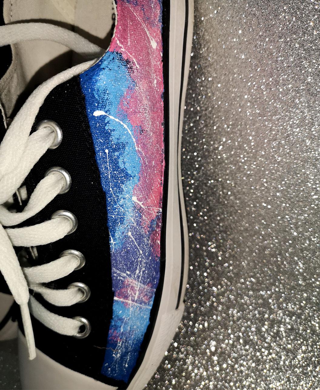 zapatillas mujer pintadas a mano originales y diferentes moda alternativa galaxia