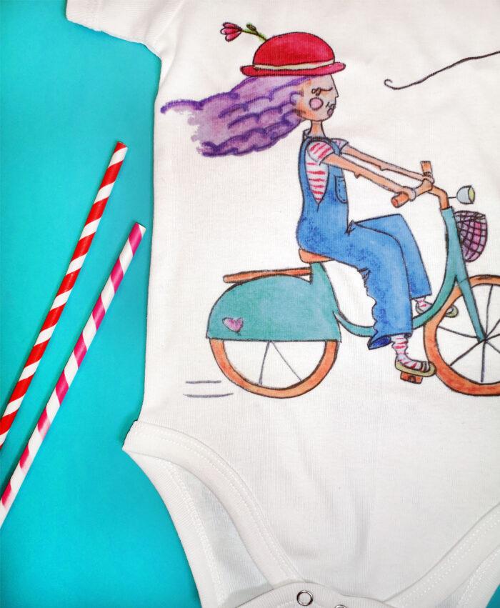body bebe manga corta blanco con dibujos bonitos originales alegres bicicleta chica con sombrero