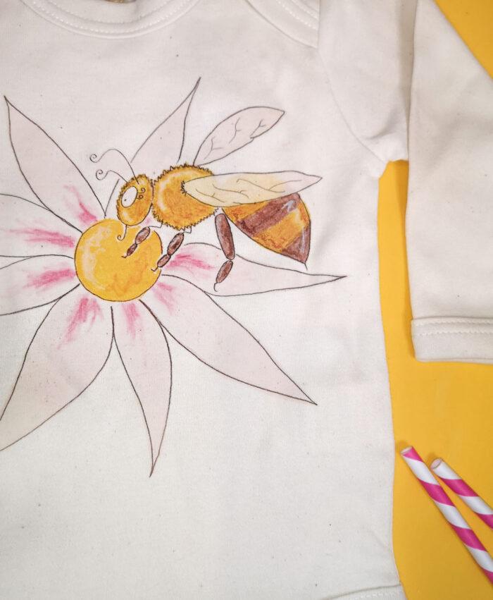 bodie bebe manga larga algodon organico color natural dibujos infantiles de animales y plantas abeja flor primavera