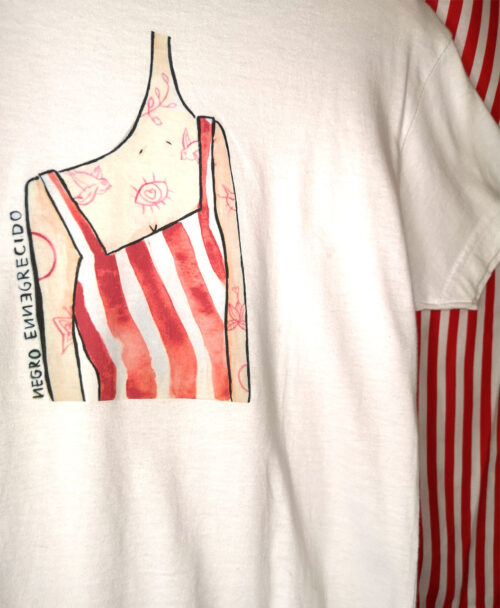camiseta manga corta blanca infantil original divertida ilustracion estilo alternativo rayas rojas tattoos rosas
