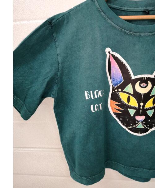 camiseta crop amplia verde desgastado efecto vintage black cat good luck