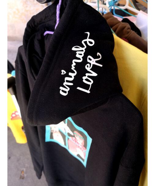 sudadera unisex capucha bolsillos negra algodon organico original diferente estilo alternativo con ilustracion y texto animals lover